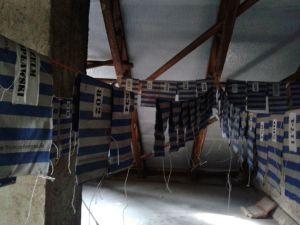 Trocknung von Stoffbinden auf dem Dachboden © Magdalena Tomzcuk