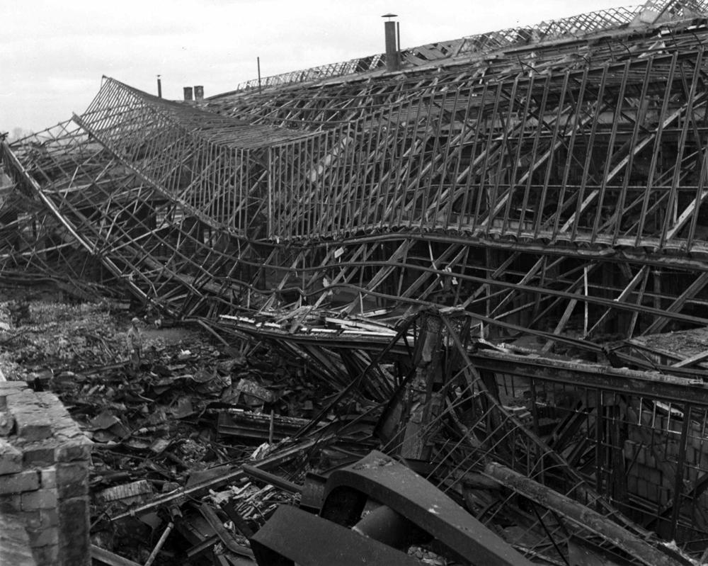 Zerstörte Werksanlagen 1945